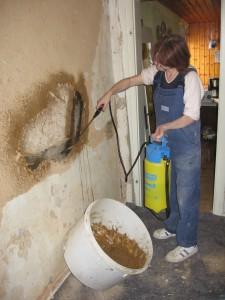 Reparaturflächen werden gut angenässt.