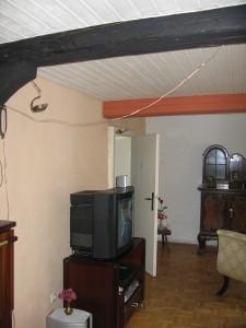 Wohnzimmer umgestaltet mit Lehmfarben apricot und cremeweiß .     Foto: Tex-Bis Naturbaustoffe
